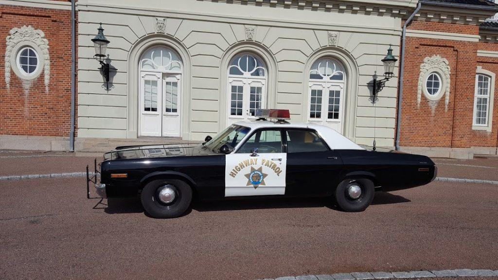 politiet-konfirmationskoersel-i-sjov-bil